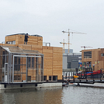 Schoonschip's houses use zero gas and are well insulated. They are designed to maximize natural sunlight, and even make the most of the water using heat pumps.