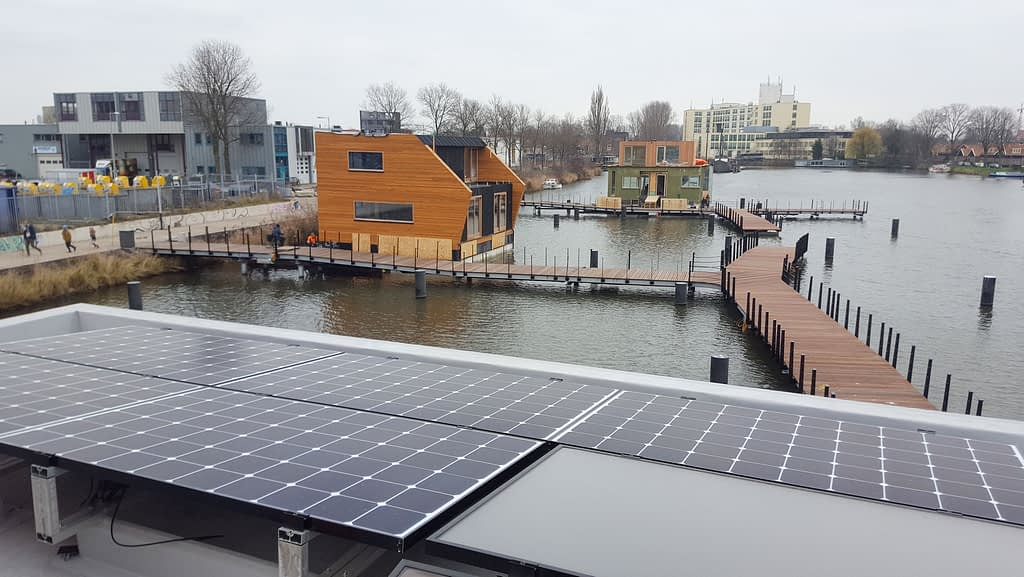 Floating microgrid